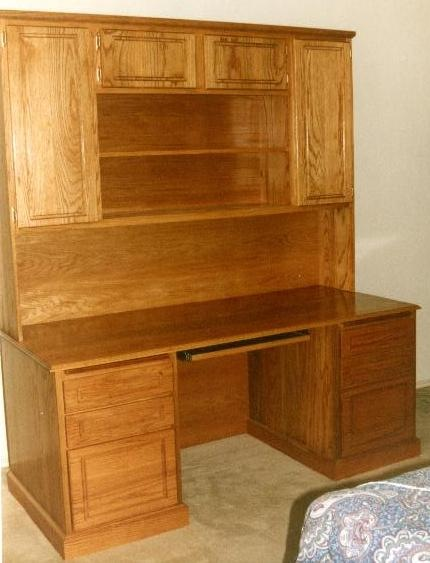 This 100 Solid Oak Desk And Hutch Has A Golden Stain Doors Drawer Panels Are Routed With Pludge Router
